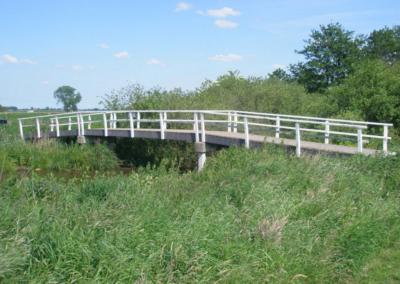 Houten witte brug